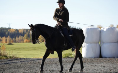 Excell & Camilla i en diagonalsluta. 12 okt 2013.