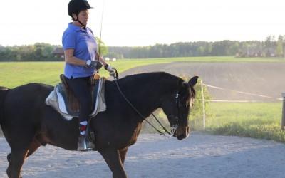 Diana rider lektion på Excell. 14 maj 2018.