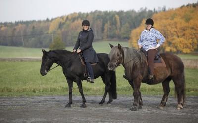 Camilla på Flisan och Stina på Safir. 11 oktober 2014.