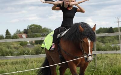 5 dag voltigeläger 2012 Amanda & Anna